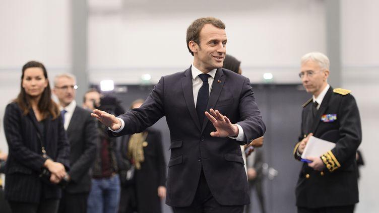 Emmanuel Macron, le 28 février 2019, lors d'un débat à Pessac (Gironde). (NICOLAS TUCAT / AFP)