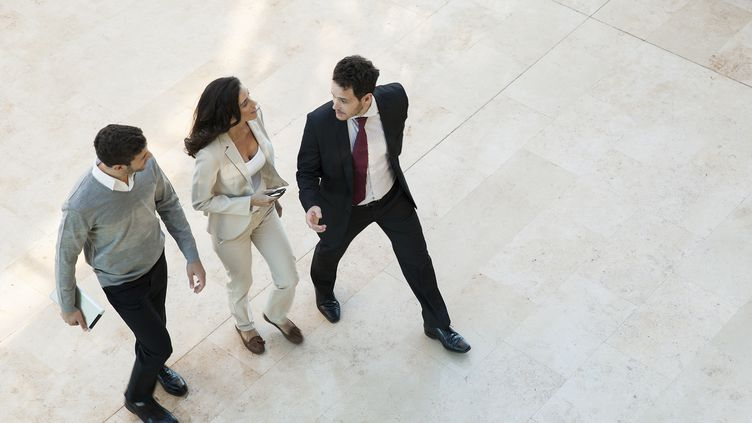 Marcherdeuxminutes par heure augmente de 16% la productivité. (SIGRID OLSSON / MAXPPP)
