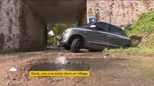 Une dame de 88 ans, piégée par les inondations dans sa voiture, a été secourue in extremis dans le Gard (FRANCEINFO)