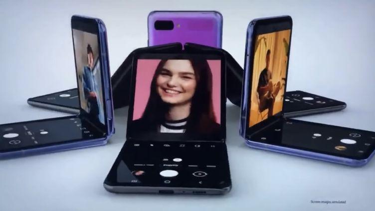 Une image du smartphone pliant Z Flip présenté dans une vidéo par Samsung (SAMSUNG / YOUTUBE)