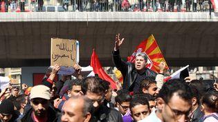 Des manifestants sont réunis devant le stade du Caire (Egypte), le 2 février 2012. (KHALED DESOUKI / AFP)