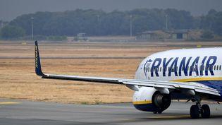 Les syndicats néerlandais soupçonnentRyanaird'avoir fait appel à des pilotes auto-entrepreneurs pour remplacer les pilotes grévistes aux Pays-Bas. (SASCHA STEINBACH / EPA)