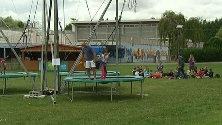 Sur l'aire de jeu de Niort-Plage (Deux-Sèvres), le 12 août 2014. (FRANCE 3 POITOU-CHARENTES / FRANCETV INFO )