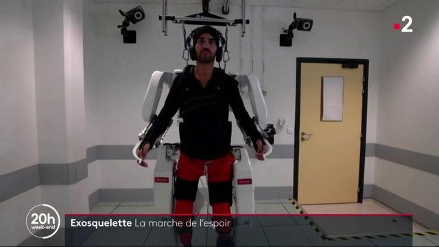Grenoble : un homme tétraplégique arrive à marcher grâce à un exosquelette