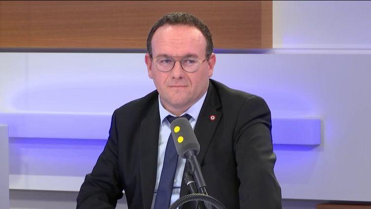 Damien Abad, président du groupe LR à l'Assemblée nationale, invité sur franceinfo le mardi 11 février 2020. (FRANCEINFO / RADIOFRANCE)