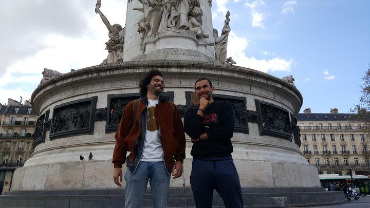 Nicolas et Idris, place de la République à Paris, le 3 avril 2019. (CLEMENTINE VERGNAUD / RADIO FRANCE)
