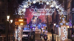 Des policiers dans les rues de Strasbourg après la fusillade du 11 décembre 2018. (FREDERICK FLORIN / AFP)