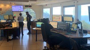 Le centre opérationnel du CrossMed àLa Garde près de Toulon. (MATHILDE VINCENEUX / RADIO FRANCE)