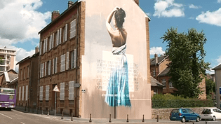 """La fresque consacrée au poème """"Ophélie"""", rue Michelet et rue Longueville.  (France 3 Culturebox (capture d'écran))"""