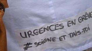 Selon les syndicats, une soixantaine de services hospitaliers sont en grève depuis plusieurs semaines. Au CHU de Limoges (Haute-Vienne), le personnel réclame une dizaine de postes supplémentaires pour mieux accueillir les malades. (FRANCE 2)