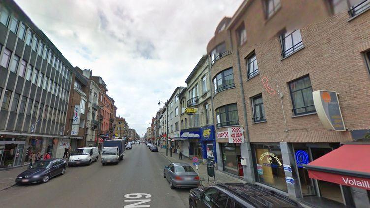 L'une des perquisitions a été menée chaussée de Gand, l'une des principales artères de la commune bruxelloise de Molenbeek. (GOOGLE STREET VIEW / FRANCETV INFO)
