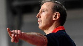 Vincent Collet lors du match de qualifications à l'EuroBasket 2022 contre la Grande-Bretagne, à Podgorica (Monténégro), le 22 février 2021. (SAVO PRELEVIC / AFP)