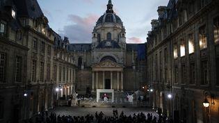 L'hommage à Samuel Paty s'est déroulé dans la cour de la Sorbonne, le 21 octobre 2020, à Paris. (FRANCOIS MORI / AFP)