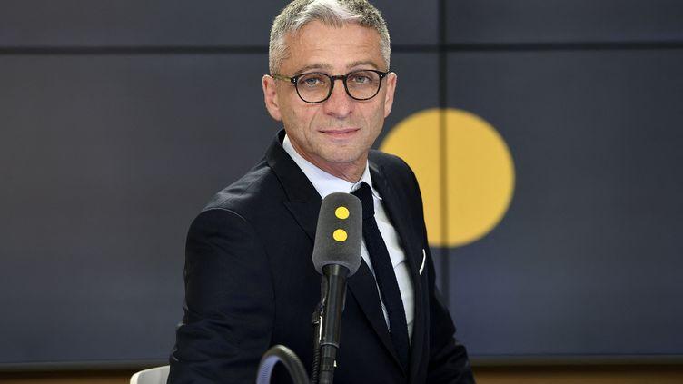 Jean-François Achilli présente les informés de franceinfo. (CHRISTOPHE ABRAMOWITZ)