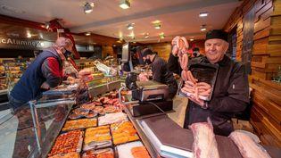 Une boucherie nord-irlandaise, le 10 décembre 2020 à Ballymena. (PAUL FAITH / AFP)