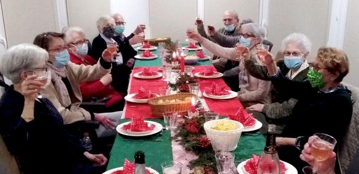Le repas de Noël du béguinage de la Tourangelle, à Tours, lundi 21 décembre 2020. (Laurent Doridant)