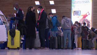Fermeture des frontières : tests et attestations obligatoires dans les aéroports (FRANCE 3)