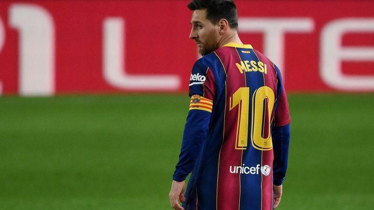 Lionel Messi égale le record de Xavi avec 767 matches disputés avec le FC Barcelone.  (LLUIS GENE / AFP)