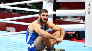 Le boxeur français Mourad Aliev après sa disqualification en quarts de finale du tournoi des Jeux olympiques de Tokyo, le 1er juillet 2021. (RAMIL SITDIKOV / SPUTNIK)