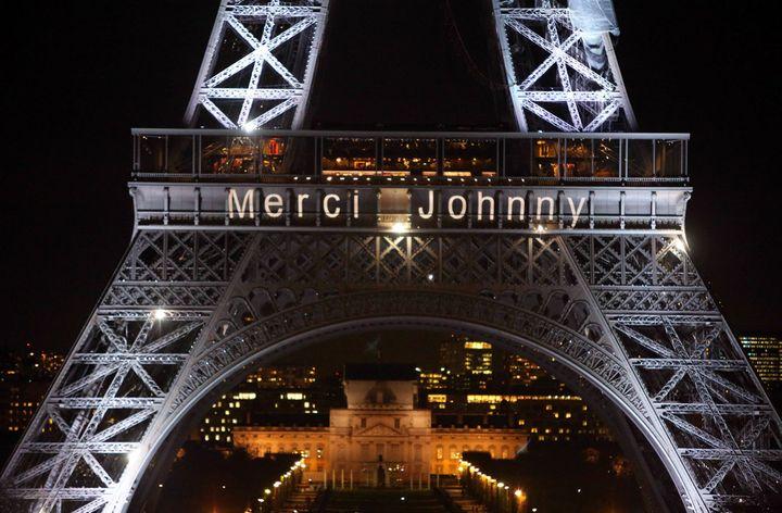Hommage à Johhny Hallyday sur la tour Eiffel, au soir du 8 décembre 2017  (SEVGI / Sipa)
