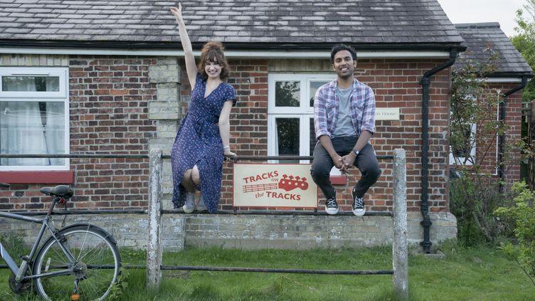 """Lily James et Himesh Patel sont à l'affiche de """"Yesterday"""", le nouveau film de Danny Boyle (sortie le 3 juillet 2019). (JONATHAN PRIME/UNIVERSAL PICTURES)"""