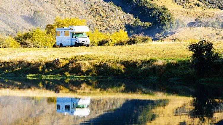 Un camping-car dans le sud de la Nouvelle-Zélande, au bord du lac Moke. Photo d'illustration.  (MATTHEW WILLIAMS-ELLIS / UNIVERSAL IMAGES GROUP EDITORIAL)