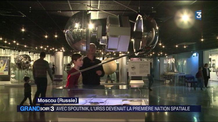 Un modèle du satellite Spoutnik (France 3)