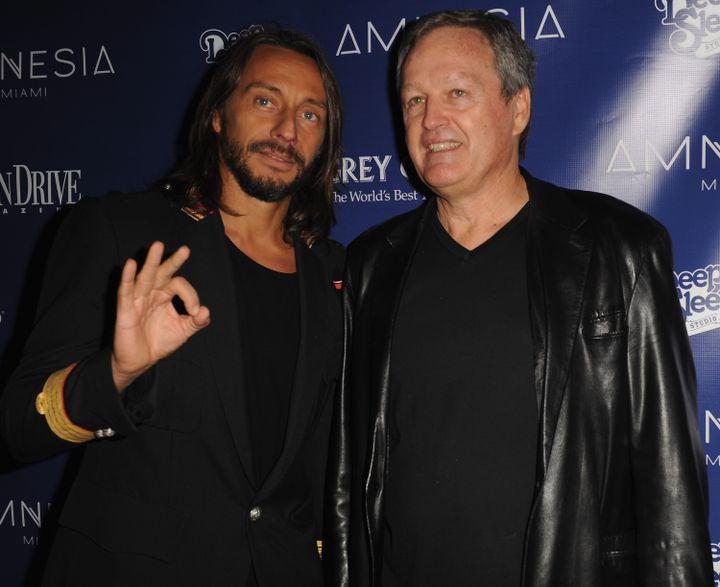 Le DJ Bob Sinclar et André Boudou, lors de la soirée d'ouverture de l'Amnesia à Miami (Floride), le 21 octobre 2011. (GUSTAVO CABALLERO / WIREIMAGE)