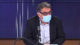"""Yazdan Yazdanpanah, chef du service des maladies infectieuses à l'hôpital Bichat (Paris), était l'invité du """"8h30 franceinfo"""", mercredi 3 décembre 2020. (FRANCEINFO / RADIOFRANCE)"""