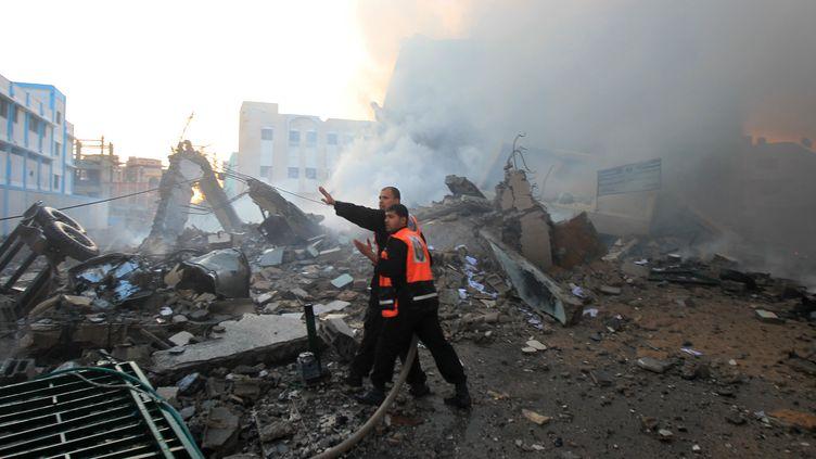 Les raids israéliens ont détruit un bâtiment administratif du ministère de l'Intérieur du Hamas, le 16 novembre2012 à Gaza. (MAHMUD HAMS / AFP)