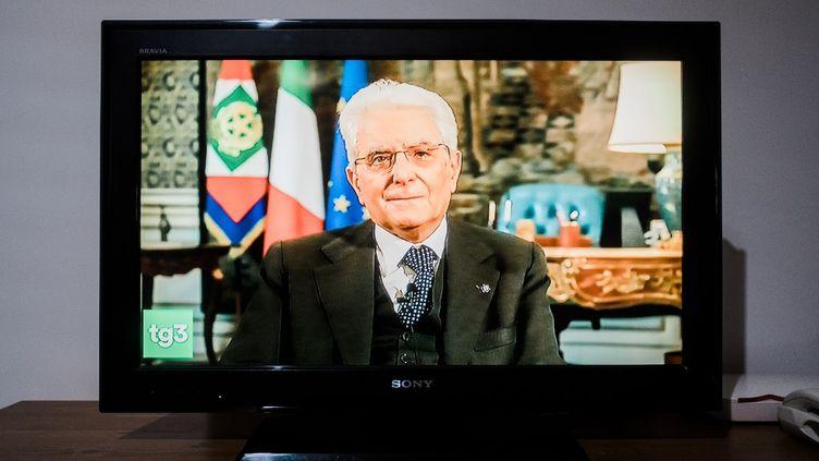 Le président italien Sergio Mattarella lors d'une allocution télévisée, le 27 mars 2020, sur l'épidémie de coronavirus. (ELIANO IMPERATO / CONTROLUCE)