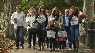 Des jeunes filles au pair et des membres de la famille de Sophie Lionnet manifestent, le 8 octobre 2017 à Londres, aprèsson meurtre. (NIKLAS HALLE'N / AFP)