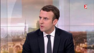 Emmanuel Macron candidat d'En marche ! à la présidentielle sur le plateau du journal de 20 heures de France 2, le 19 mars 2017. (FRANCE 2)