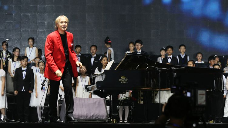 Richard Clayderman en concert en Chine, à Guiyang (sud-ouest), le 17 décembre 2017  (Du Jian / AFP)