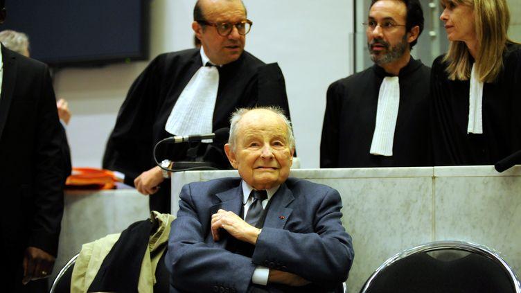 Jacques Servier lors du procès du Mediator, le 21 mai 2013, au tribunal correctionnel de Nanterre (Hauts-de-Seine). (MAXPPP)