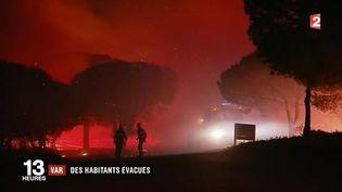 Autour de Saint-Tropez, la situation est inquiétante. À la Croix-Valmer (Var), les pompiers parlent d'un feu extrêmement virulent et complexe. Plusieurs centaines d'habitants ont pu être évacués. (FRANCE 2)