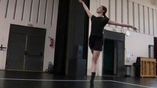 Des festivals annulés, des salles de spectacles désespérément fermées... Les artistes attendaient avec impatience le déconfinement pour reprendre peu à peu le chemin des répétitions. C'était le cas pour l'orchestre de Cannes (Alpes-Maritimes) et le Ballet national de Marseille (Bouches-du-Rhône). (FRANCE 3)
