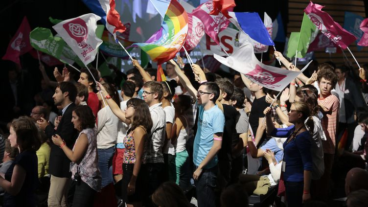 Des jeunes militants pendant l'université d'été du Parti socialiste, à La Rochelle (Charente-Maritime),le 25 août 2013. (MAXPPP)
