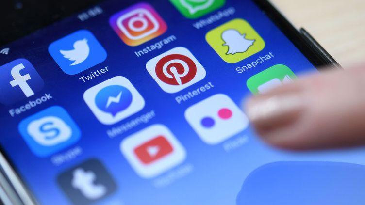 """Dans le cadre de l'examen du projet de loi """"relatif à la protection des données personnelles"""", les députés ont fixé la""""majorité numérique"""" à 15 ans. (HELMUT FOHRINGER / APA-PICTUREDESK / AFP)"""