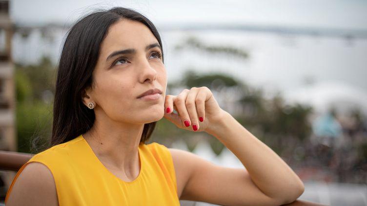 """Hafsia Herzi, actrice et réalisatrice du film """"Tu mérites un amour"""" (2019) au programme de MyFrenchFilmFestival, photographiée le 19 mai 2019 à Cannes (FRED DUGIT / MAXPPP)"""