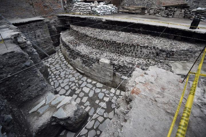 Le temple aztèque et le terrain de jeu, découverts dans le centre de Mexico  (ALFREDO ESTRELLA / AFP)