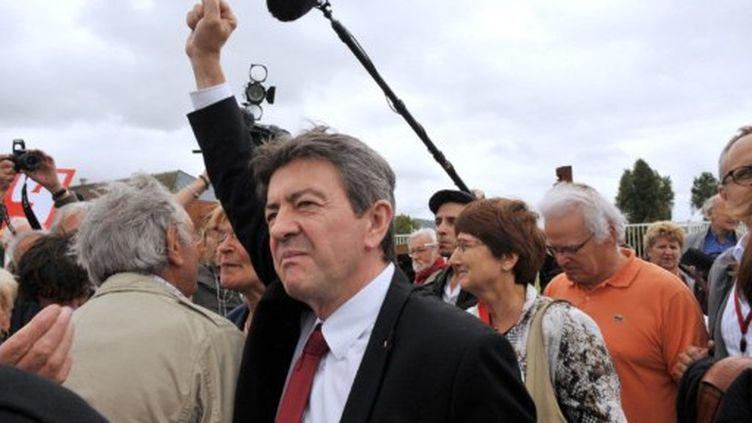 Jean-Luc Melenchon soutient la grève des employés des fonderies du Poitou, à Ingrandes, le 12 septembre 2011. (AFP - Alain Jocard)