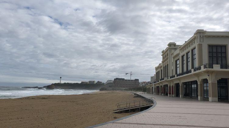 """Michel Veunac, maire (Modem) de Biarritz prône la réouverture des plages""""sous certaines conditions""""dès le 11 mai. (ANTHONY MICHEL / FRANCE-BLEU PAYS BASQUE)"""