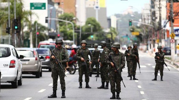 Patrouille de l'armée dans les rues de Vitoria, le 7 février 2017. (AE/Wilton Junior)