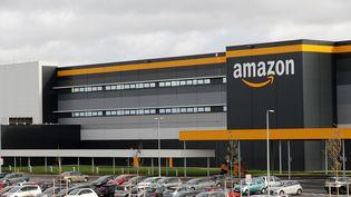 Un centre du groupe Amazon à Bretigny-sur-Orge (Essonne), le 28 novembre 2019. (THOMAS SAMSON / AFP)