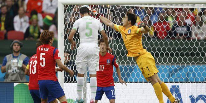 Halliche inscrit d'une belle tête le deuxième but algérien en devançant le portier coréen