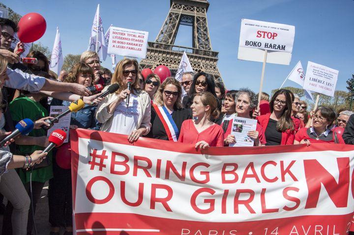 Très peu de personnes se sont rendues à la manifestation à Paris en soutien aux lycéennes enlevées par Boko Haram le 14 avril 2014. (CITIZENSIDE/YANN KORBI / CITIZENSIDE.COM)