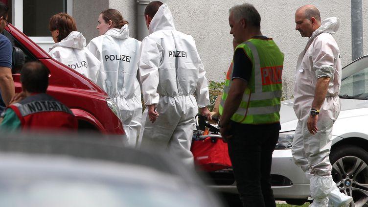Cinq personnes, dont le forcené, sont mortes dans une prise d'otages le 4 juillet 2012 à Karlsruhe, dans le sud-ouest de l'Allemagne. (DANIEL ROLAND / AFP)