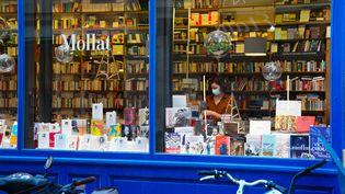 Vitrine de la célèbre Librairie Mollat à Bordeaux, fin novembre 2020. (CONSTANT FORME-BECHERAT / HANS LUCAS)