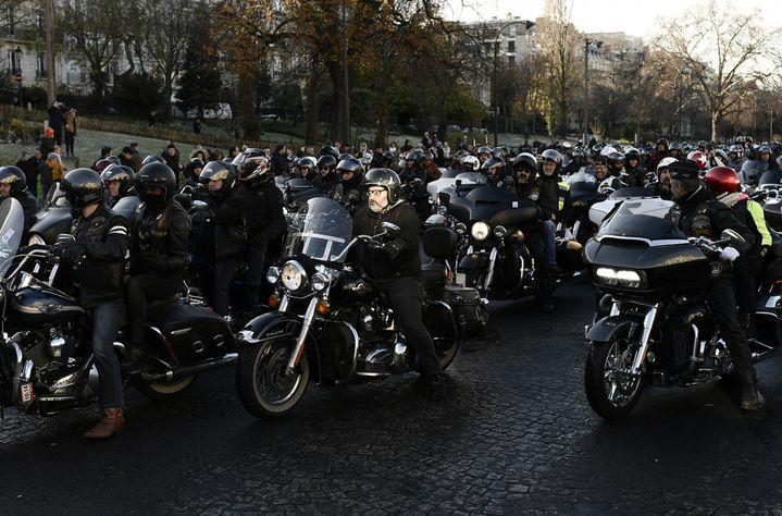 De nombreux motards ont suivi le cortège funéraire  (Philippe Lopez / AFP)